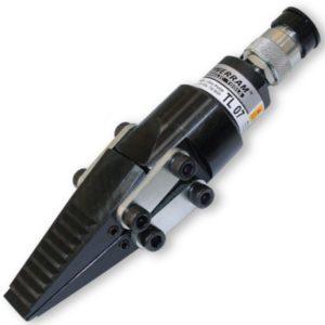 TL07 đầu nêm tách thủy lực 15 tấn, mặt tách bước lớn, mũi nhỏ nhất 6mm. Nêm hình tam giác, hành trình xylanh 25mm. Độ rộng mũi tách 31mm. Powerram.